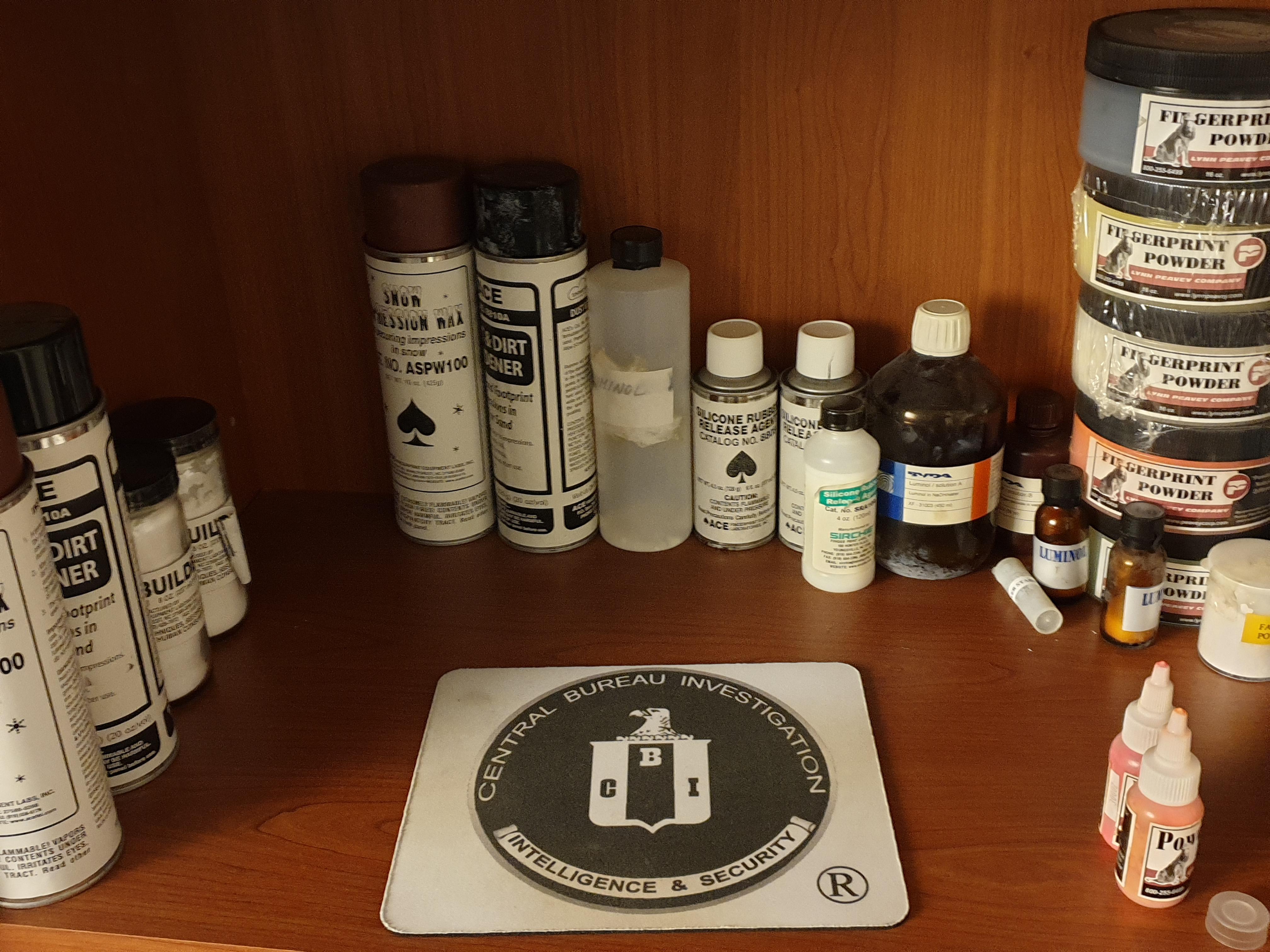 Reagenti e polveri utilizzate per le impronte digitali